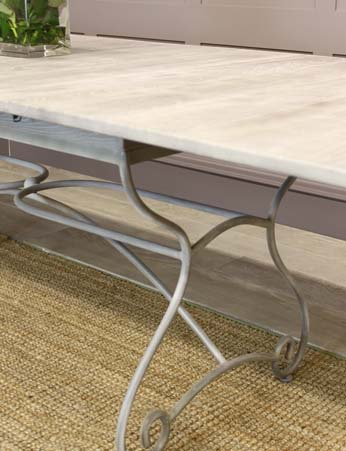 Dining table Large/extendable